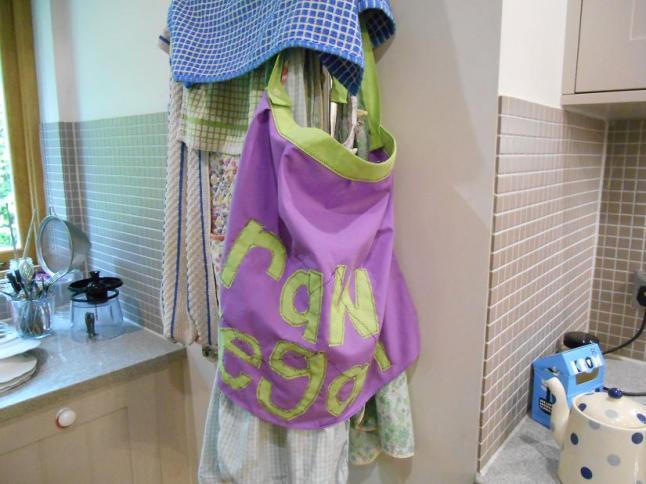 16 hanging apron