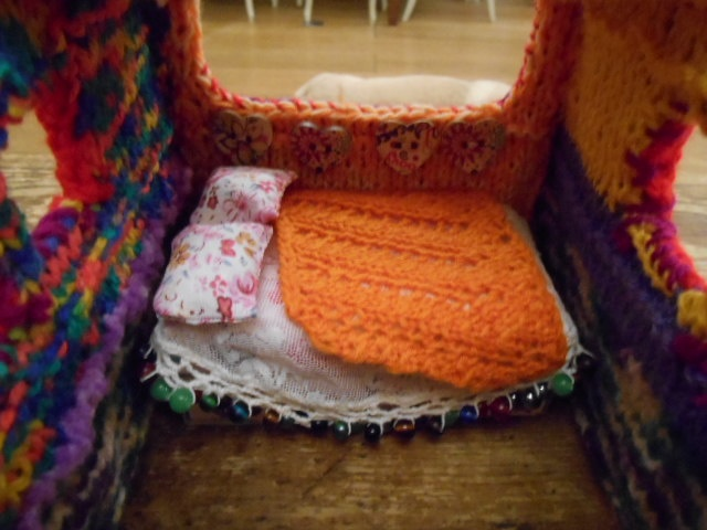 knitted model bus